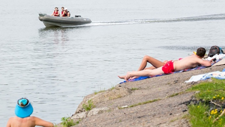Сносило к баржам: спасатели помогли выбраться на берег девушке с сапсерфом