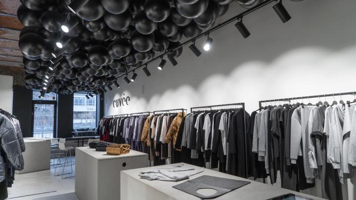 Сложно везти из другой страны: фабрика в Новосибирске начинает шить одежду для итальянского бренда
