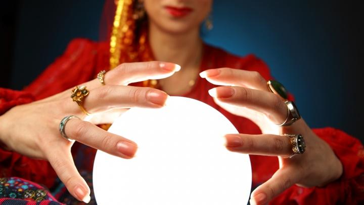 Ручку золотить необязательно: онлайн-гадалка раздает предсказания на 2021 год