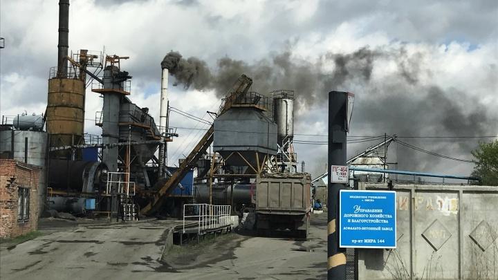 После жалоб омичей в мэрии объяснили, когда переведут асфальтовый завод на газ