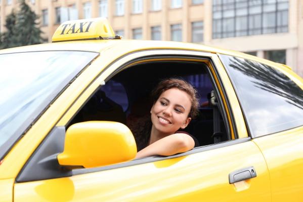 Женщина за рулем такси — всем ли это по душе?