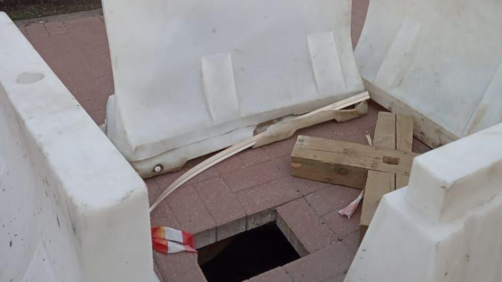 У часовни Александра Невского в Ярославле провалился тротуар