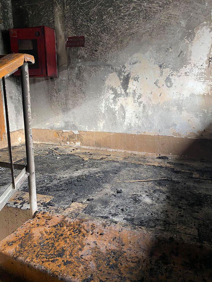 Очаг возгорания находился на лестничной площадке