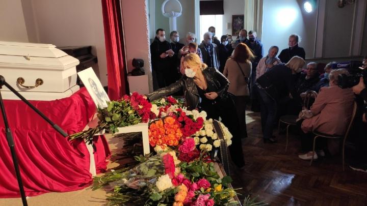 В Нижнем Новгороде проходит прощание с Ириной Славиной