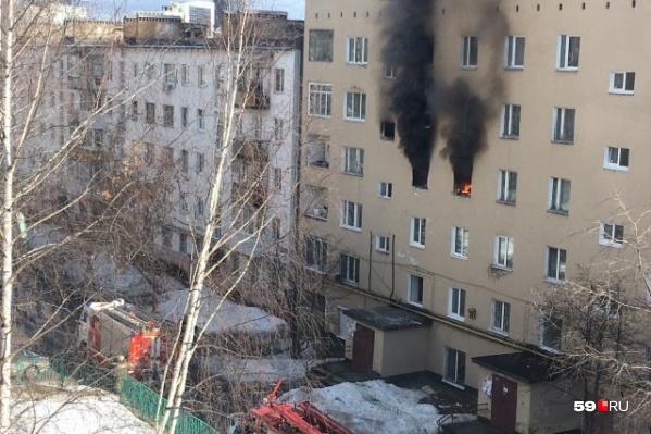 После взрыва в квартире начался пожар