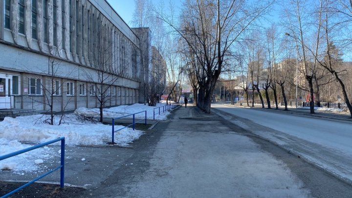 Люди устраивают пикники на балконах (и даже жарят там шашлыки): как новосибирцы провели 4 апреля