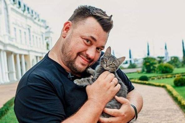 Первые деньги, которые зарабатывал Сергей Жуков, уходили на оплату работы продюсера и студий