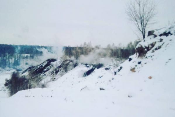 Подземный пожар возле поселка Апанаса в Новокузнецком районе уже долгое время беспокоит местных жителей
