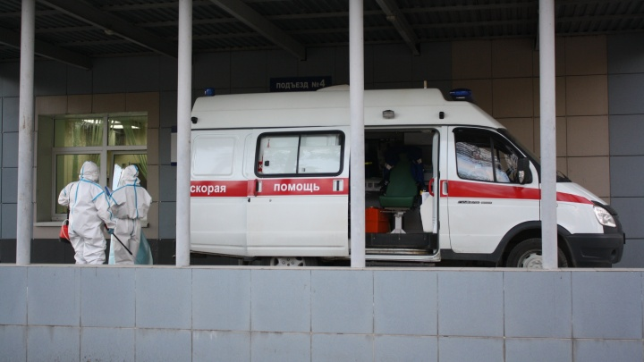 В Екатеринбурге жестоко избили женщину-медика, которая приехала на вызов