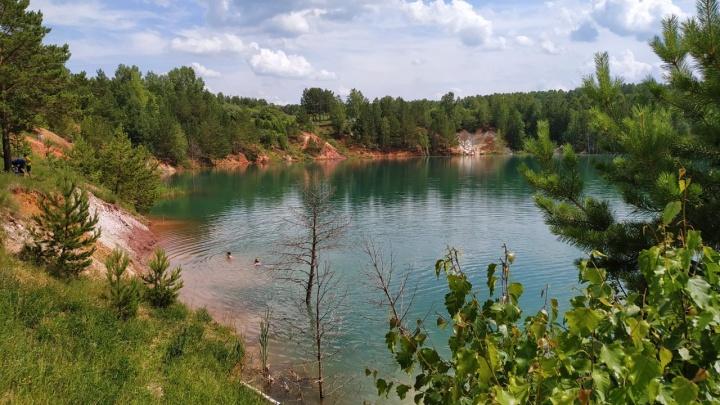 Почему озеро Апрелька бирюзового цвета и чем оно манит кузбассовцев: рассказываем о мифах и легендах