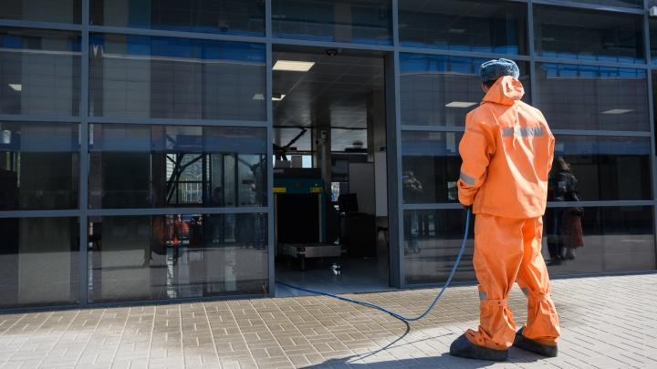 Спасатели тщательно вымыли главный ж.-д. вокзал Ростова. Вы знаете почему