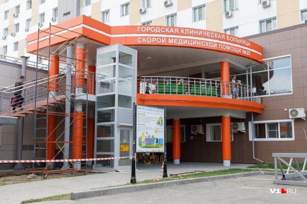 В больнице продолжают работать три реанимации