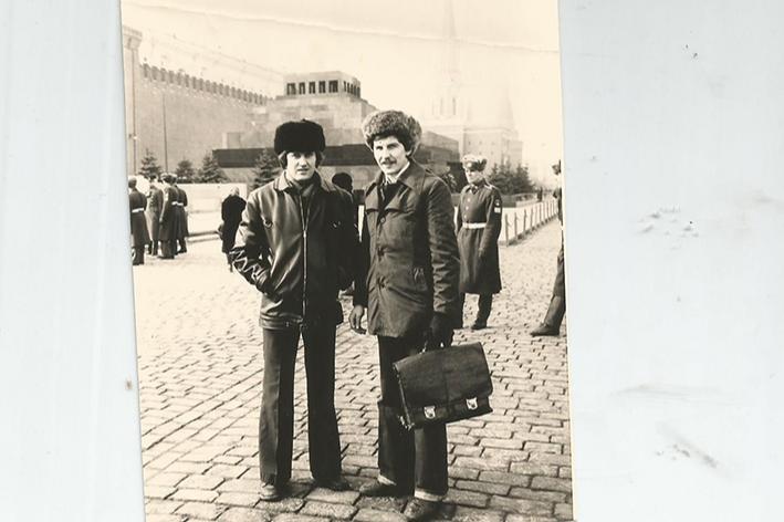 1991 год. Между социализмом и капитализмом. Алексей Капустин в Москве на совещании. Фото сделано в тот день, когда на Красной площади уже появились российские триколоры, но еще не были сняты все советские флаги