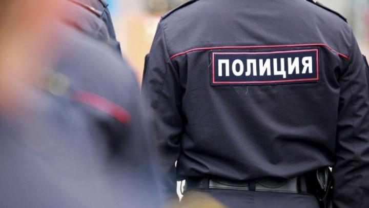 В Кузбассе 3-летняя девочка заблудилась в городе, пока мать была на шашлыках