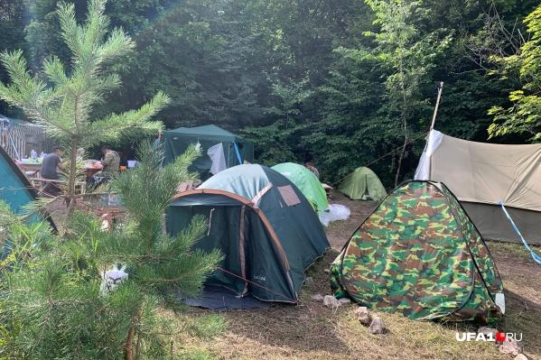 Экоактивисты разбили палаточный городок прямо на дороге к шихану