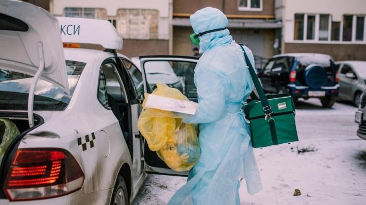 «Герои – врачи, а мы просто доставляем»: как таксисты помогают медикам бороться с новым вирусом