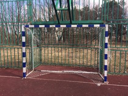 Девочка в тяжелом состоянии: что произошло на спортивной площадке, где пострадал ребенок