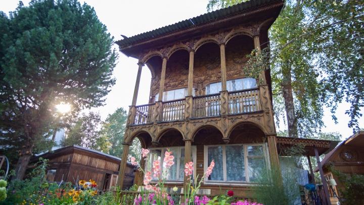 «Здесь царь живёт»: на Ине обнаружился резной дом редкой красоты. Смотрим вместе