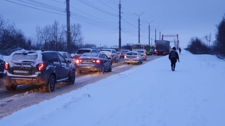 Встали Никольский проспект и Советская улица: в Соломбале образовалась многокилометровая пробка