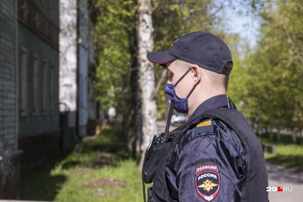 Чтобы в городе не нарушался режим изоляции, с теми, у кого обнаружен вирус, работает полиция и волонтерские бригады