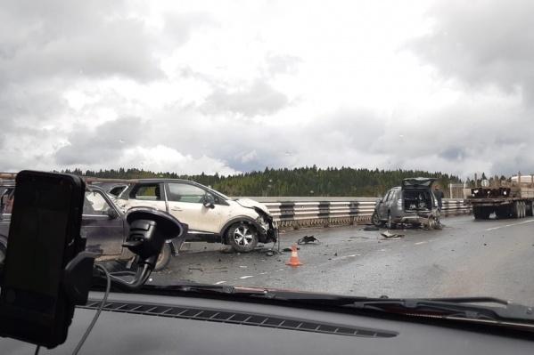 В аварии столкнулись не менее шести автомобилей