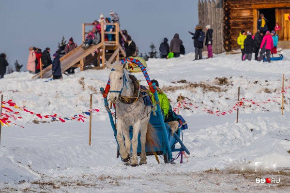 Гости праздника смогут прокатиться на лошадях и с горок