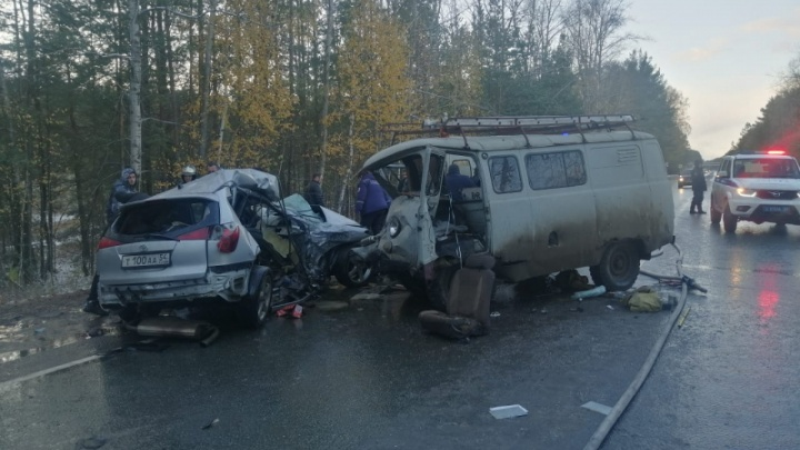На трассе под Новосибирском столкнулись Toyota и УАЗ — один человек погиб на месте