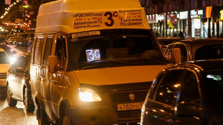Центр Волгограда парализовали девятибалльные пробки