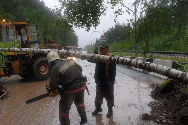 Дождём размыло склон на 33-м километре трассы Р-257 «Енисей»
