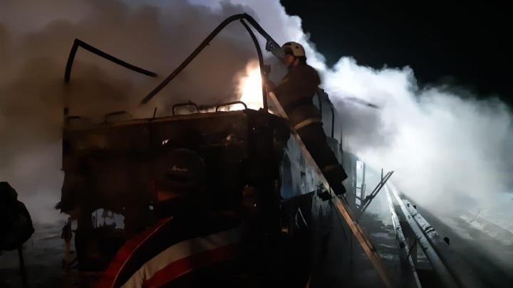 На трассе в Ростовской области сгорел пассажирский автобус