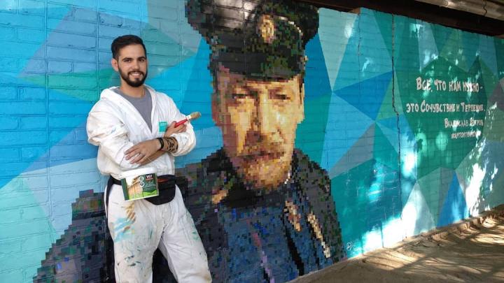 Реклама наркотиков не давала покоя: как таганрожец разрисовал город гигантскими знаменитостями
