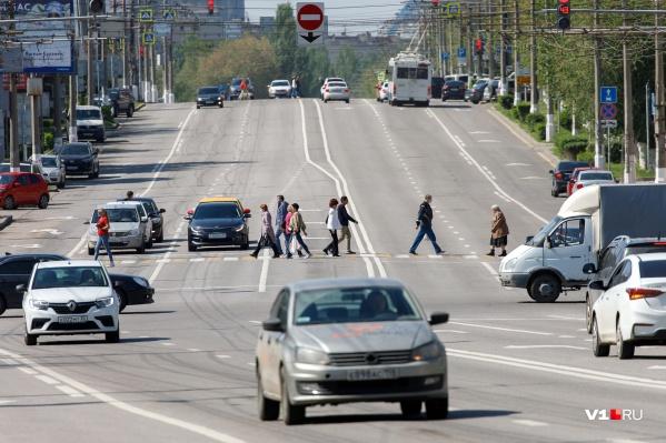 На улицах города достаточно активно