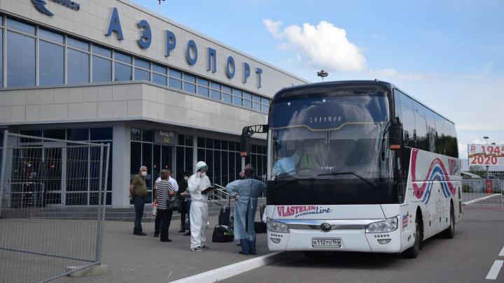 В Волгоград спецтранспортом доставили 11 человек с рейса Ереван — Воронеж