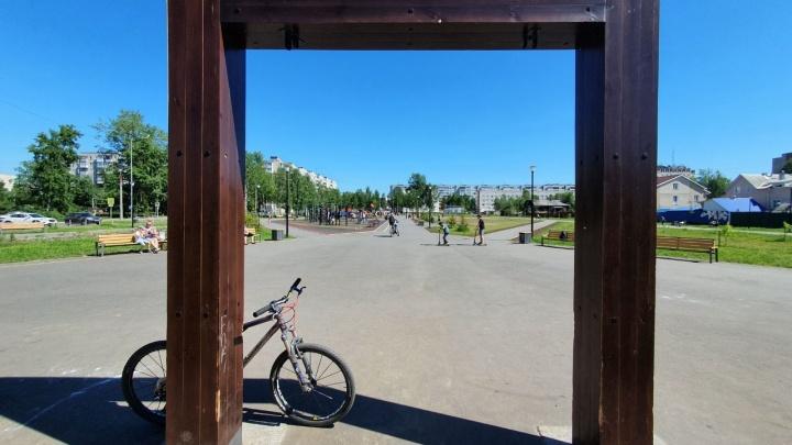 В Архангельске отправили в ремонт качели, на которых не разрешалось качаться