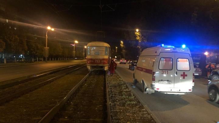 Экстрим-переход: в Самаре пенсионерка попала под трамвай и «Гранту»