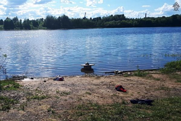 Ребенок провалился на глубину и не смог выплыть