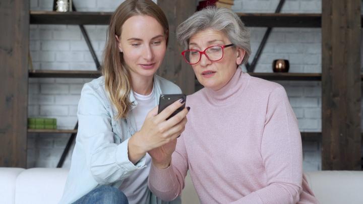 «Мама, срочно переведи 2000 рублей, потом всё объясню»: шесть фраз, на которых наживаются мошенники