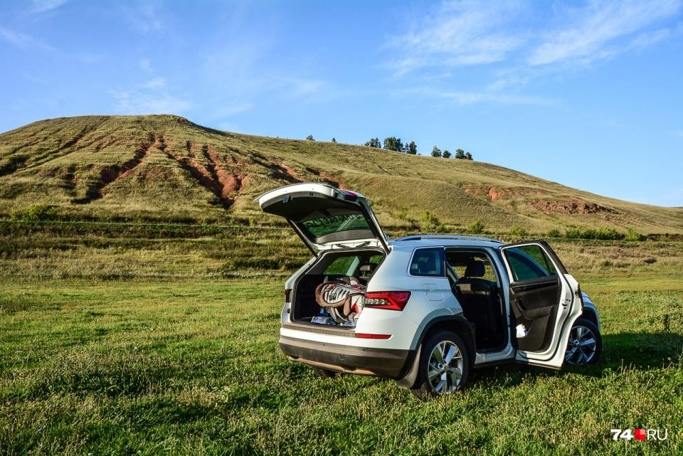 Большинство полноформатных европейских машин, как эта SKODA Kodiaq, имеет правый лючок бензобака