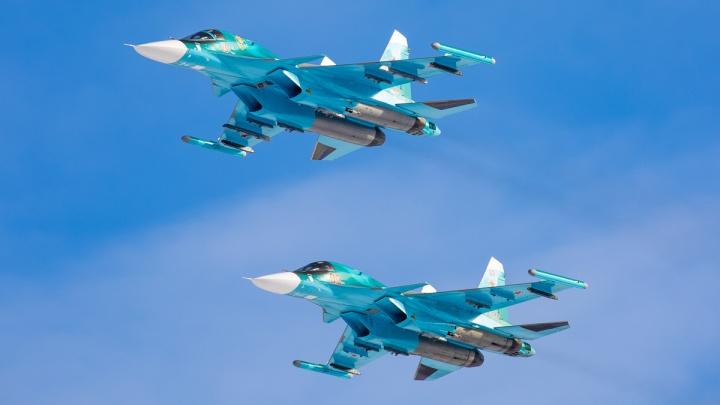 «Сушки» в небе над Челябинском отрепетировали поздравление ко Дню Победы