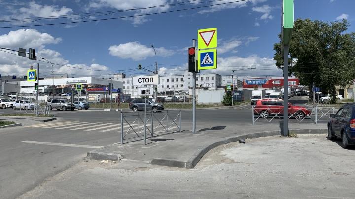 В Новосибирске нашлось новое место, где автоподставщики бьют обычных водителей. Смотрим видео
