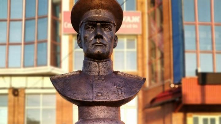 Предприниматель из Стерлитамака установил памятник Колчаку. Теперь мэрия пытается его снести