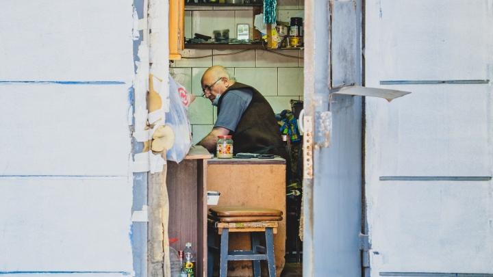 Власти разрешили работу салонов красоты, автосалонов, ремонтов обуви и маленьких непродовольственных магазинов