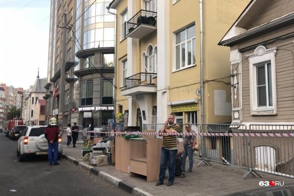 Место ЧП сразу оцепили, а жильцов эвакуировали