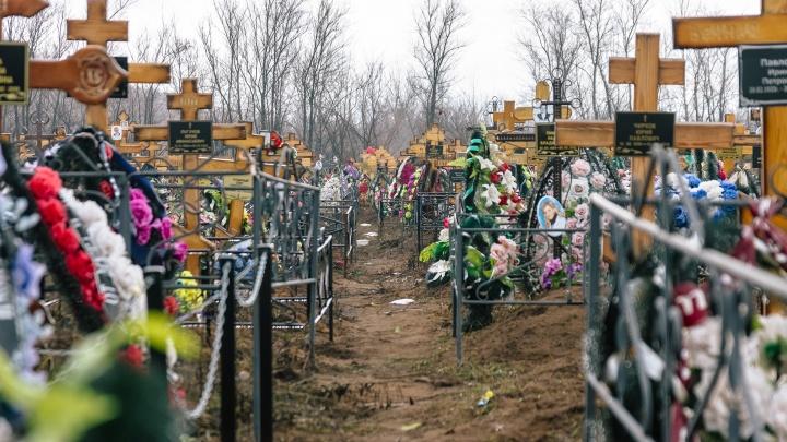 В Самаре продлили запрет на посещение кладбищ