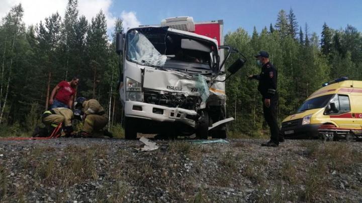 Водитель выехал на встречку и влетел в алкоавто: подробности смертельного ДТП в Уватском районе