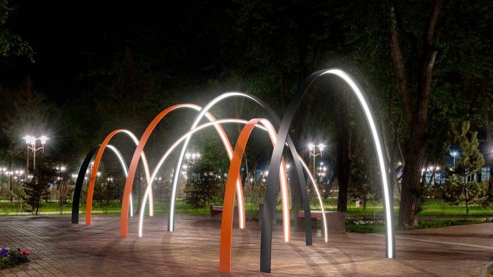 Светящиеся гвоздики и арки с расцветкой георгиевской ленты: как украсят Омск ко Дню Победы