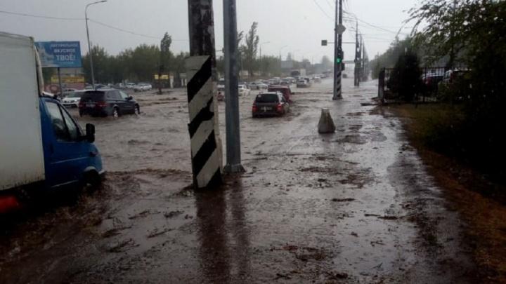 «Ливнёвки эффективно отводят повышенный объём»: в Волгограде объяснили потоп месячной нормой осадков