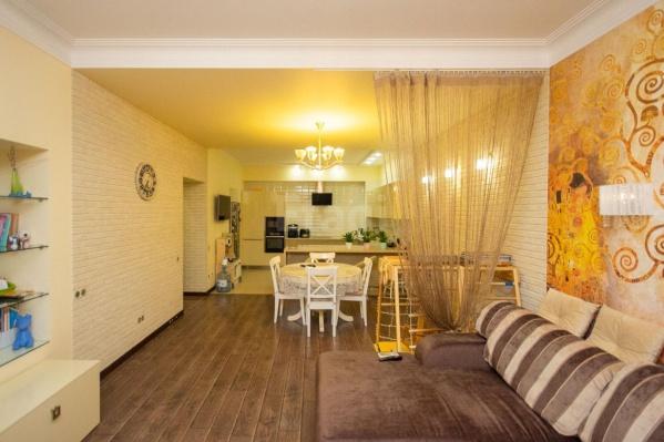 Изучаем дорогой ремонт и показываем просторные лоджии в квартире за 25 миллионов рублей