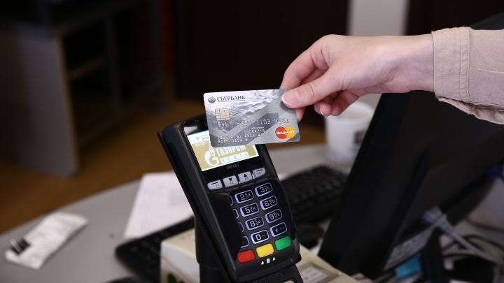Банк России сохранил ключевую ставку из-за обвалившегося рубля