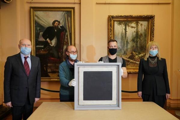 Распаковку картины провели как торжественную церемонию